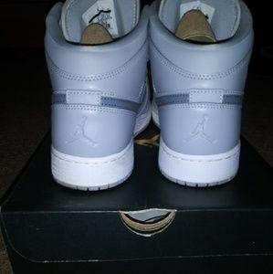 Jordan Shoes - Air Jordan 1 Mid Size 7
